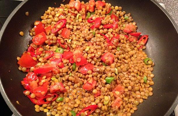 Hähnchen Tikka Mit Linsen Salat Und Koriander