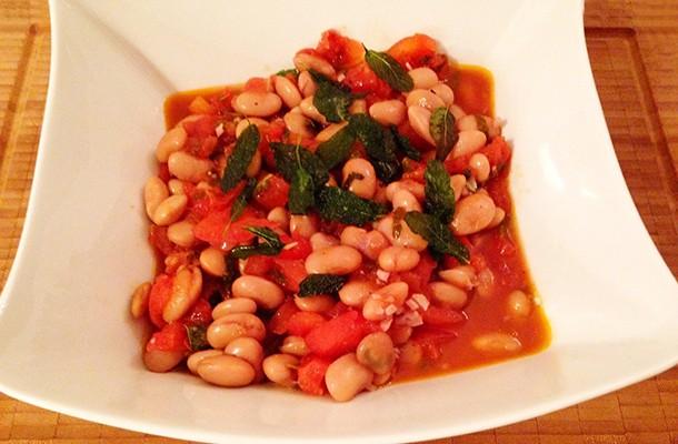 Weiße Bohnen mit Salbei und Tomaten